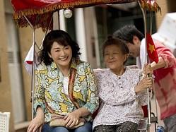 松坂慶子、6年ぶり主演作が公開! 監督は大森一樹!  - (C)「ベトナムの風に吹かれて」製作委員会