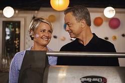 「クリミナル・マインズ:ビヨンド・ボーダーズ(原題)」より、シェリー・ストリングフィールドとゲイリー・シニーズ  - Sonja Flemming / ABC Studios via Getty Images