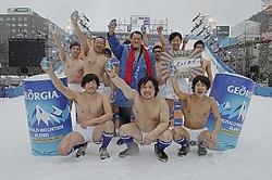 アントニオ猪木さんと「ジョージア『男ですいません。冬』in さっぽろ雪まつり」参加者