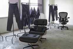 元TROVEデザイナー上出大輔が再始動 ワークチェアパンツと家具ニット発表