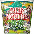 カップヌードルの新味に「抹茶仕立てのシーフード」  茶そば風の緑色の麺