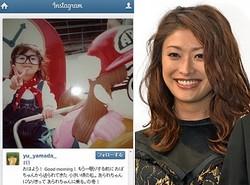 山田優、子供の頃の写真を公開!(左・山田優Instagramのスクリーンショット)(右・2012年撮影のもの)