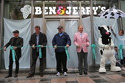 「ベン&ジェリーズ」日本1号店オープン 無料アイス配布に300mの行列