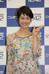 「Tokyo ナビゲッチュ〜!」とポーズを取る夏目三久さん