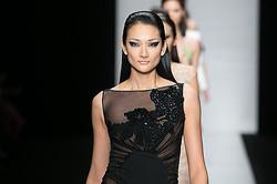 新生「レオナール」東京で2013年春夏コレクション発表 モデルに冨永愛
