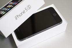 日本ではiPhoneのセット売りが強い? UQ mobileで3年以上前の「iPhone 5s」が販売数トップのワケ