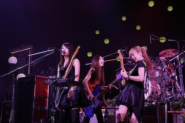 中野サンプラザでツアー最終公演を行ったSCANDAL