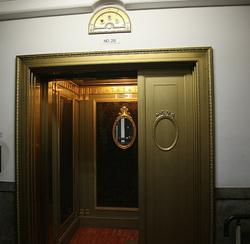 エレベーター外部