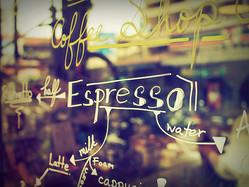 「もう1杯」をシェアする経済、カフェ・ソスペーゾが世界に広まる