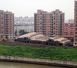 急速な経済成長が続いていた中国では、各地で不動産や各種インフラの建設工事が行われていたが、建設に関する日本との違いでもっとも驚くべきは「建設速度が非常に速い」という点だろう。(写真は「CNSPHOTO」提供、2009年撮影)