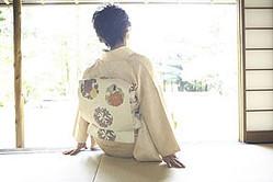 中国では「日本人女性は優しくて控えめながら、勤勉」といったイメージがあるようだが、同時に、中国では日本女性の社会的地位が低いと思われているため矛盾に感じられるようだ。(イメージ写真提供:123RF)