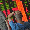 中国の上海総合株価指数が24日、8%を超える下げ幅を記録し、2015年の上昇分がすべて消し飛んだと伝え、中国メディアの和訊網は、「上海総合指数の急落はただの調整か、それとも暴落の前兆」かを考察する記事を掲載した。また上海総合株価指数は一時3000の節目を割り込んだ。(イメージ写真は「CNSPHOTO」提供)