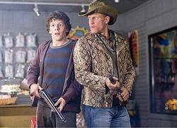 ジェシー・アイゼンバーグとウディ・ハレルソンの名コンビ! - 映画『ゾンビランド』より  - Columbia Pictures / Photofest / ゲッティ イメージズ