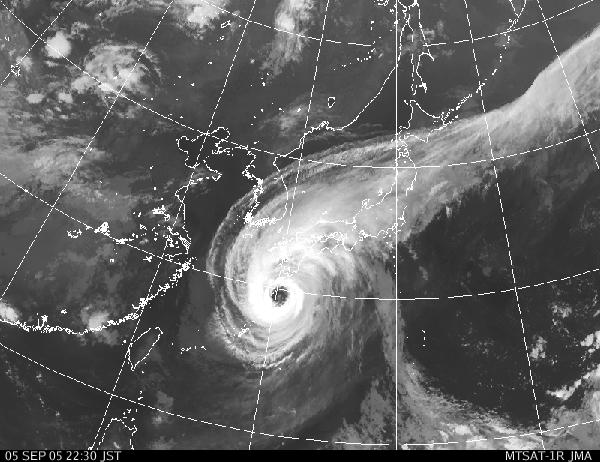 台風14号、九州を暴風域に