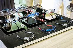 フォーナインズが伊自転車デローザとサングラス開発 14年春発売