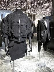 コム デ ギャルソン「黒」の新ブランドが伊勢丹に限定出店