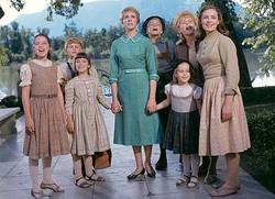 ご冥福をお祈りします - 一番右が長女リーズル役のチャーミアン・カーさん  - Twentieth Century-Fox Film Corporation / Photofest / ゲッティ イメージズ