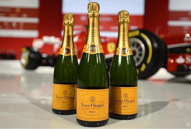 ヴーヴ・クリコとフェラーリがイベントパートナーとしてのグローバルパートナーシップを締結