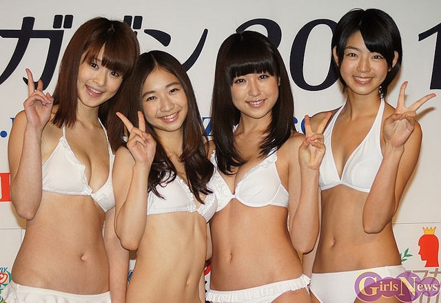 ミスマガジン2011 左から朝倉由舞・綾乃美花・衛藤美彩・秋月三佳