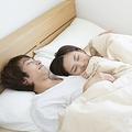 一緒に寝たほうが幸せ、それとも別々!? 結婚したら旦那さんと一緒に寝たい?