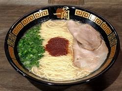 スープの濃厚な旨味がクセになる一蘭の「天然とんこつラーメン(創業以来)」