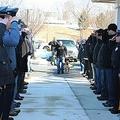 米の名警察犬「ジャッジ」を安楽死に 見送る警察官たちの姿に感動