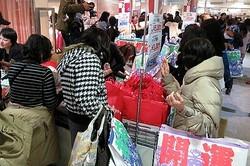 百貨店の初売り盛況、福袋や高額品がけん引