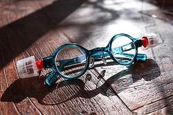 世界初液体レンズメガネが登場 若者の普段使い狙う