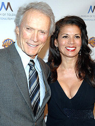 クリント・イーストウッド監督と妻のディナ・イーストウッド  - Duffy-Marie Arnoult / WireImage / Getty Images