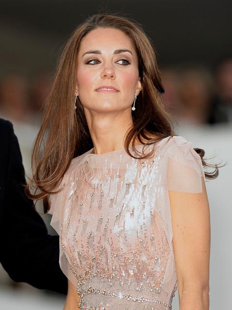 キャサリン妃がアーク ガラ ディナーにてリンクス オブ ロンドンのイヤリングを着用!