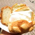 メロンパンにアイスをどっさり挟んだ「メロンパンアイス」を食べてきた