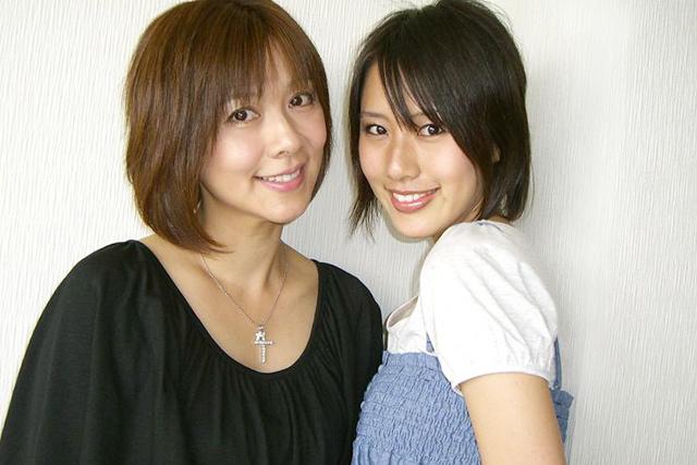 母と娘が揃って芸能界活動。タレントの白石まるみ(写真左)と4月デビュー、新人アイドルの守永真彩。