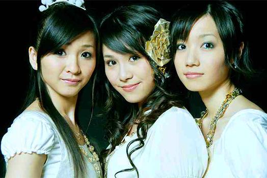 左から樫野有香(18)、西脇綾香(18)、大本彩乃(18)