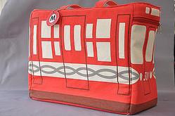 車両をデザインした「ママ鉄」バッグ登場 東京メトロから