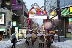 成人の日の東京は大雪 都内ショップが続々と閉店