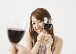 お酒に酔ったとき「イイ女」と思われる女性とは?