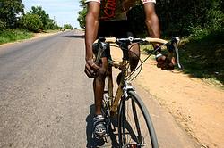 アフリカ南部で生まれたハンドメイドのバンブーバイク 日本上陸