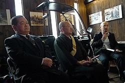 トークイベントに参加した(左から)千葉淳さん、芝崎惠應さん、石井光太さん