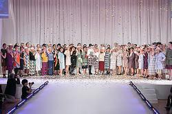 世代をつなぐファッション、エモモナキアのデザイナーが提案