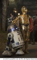 """新作でC-3POは""""赤い左腕""""に、期待高まるR2-D2とのコンビ写真解禁。"""