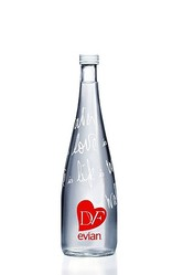 ダイアン・フォン・ファステンバーグ起用 2013年エビアンのデザインボトル