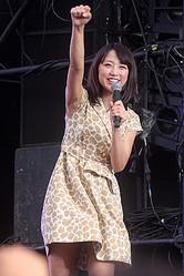 2008年にテレビ朝日入社。現在は『スーパーJチャンネル』でメインキャスターを務めるほか、『やべっちFC』に出演中