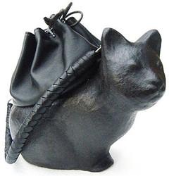 張り子バッグ「コシェル・ドゥ」まとふ表参道で展示