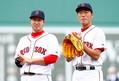 昨年の世界一から一転、今季は苦しいシーズンを送っているレッドソックスの田沢純一投手(左)と上原浩治投手(右) [Getty Images]