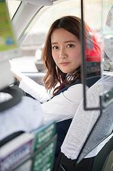 タクシードライバーとして働きながら芸能活動をしている生田佳那