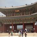 旅行シーズンだというのに、ソウル市内の観光スポットには日本人が少ない。現地ではどんな影響が?