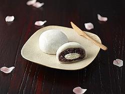 ゆめむらさき小豆を使用したつぶあんと純生クリームが特徴の「純生クリーム大福」