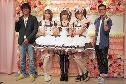 丸山敬太デザインの「@ほぉ〜むカフェ」新メイド服披露 360度プロ仕様