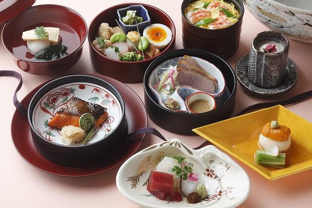 パレスホテル東京で桜をテーマに、彩り華やかな春を演出する料理やスイーツを限定販売