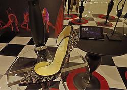 ルブタン×リンチ映画「ファイアbyルブタン」の特別展示、伊勢丹靴売場で